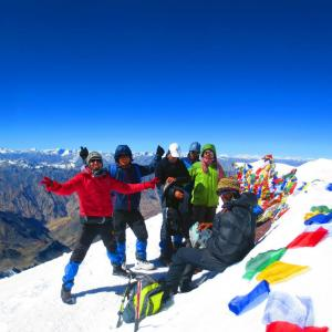 The group on the summit of Stok Kangri