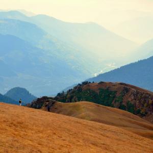 The Kullu valley seen on the way to Riyali Thatch.