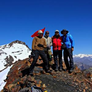 Group on top of Thamsar Pass.